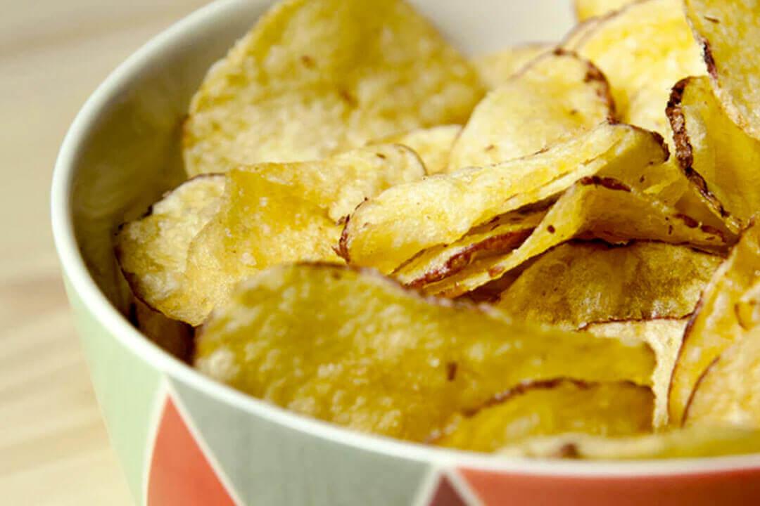 Cómo hacer patatas fritas de bolsa